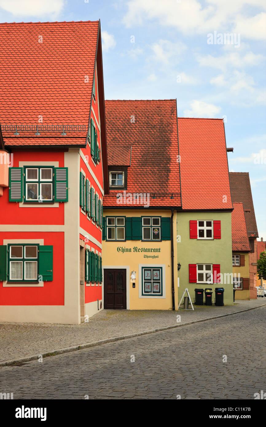 Dinkelsbühl, Baviera, Alemania. Arquitectura tradicional bávaro en la vieja ciudad medieval en la Ruta Imagen De Stock