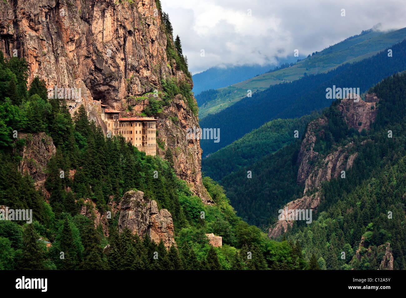 Monasterio Sumela una de las vistas más impresionantes de toda la región del Mar Negro, en valle Altindere, Imagen De Stock