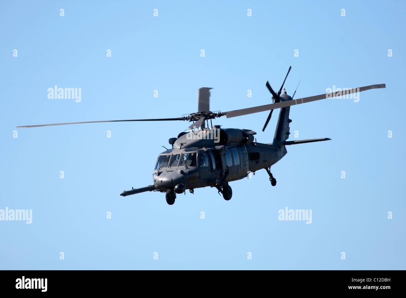 Un helicóptero militar en Air Show en Cape Town, Sudáfrica, septiembre de 2010 Imagen De Stock