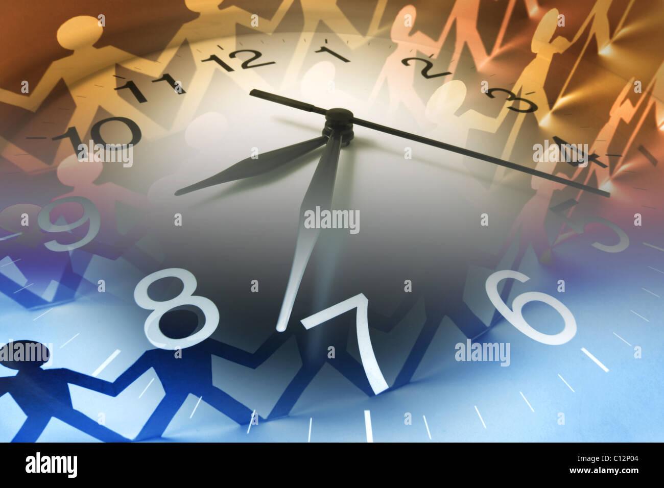 Cadena de papel muñecas y reloj Imagen De Stock