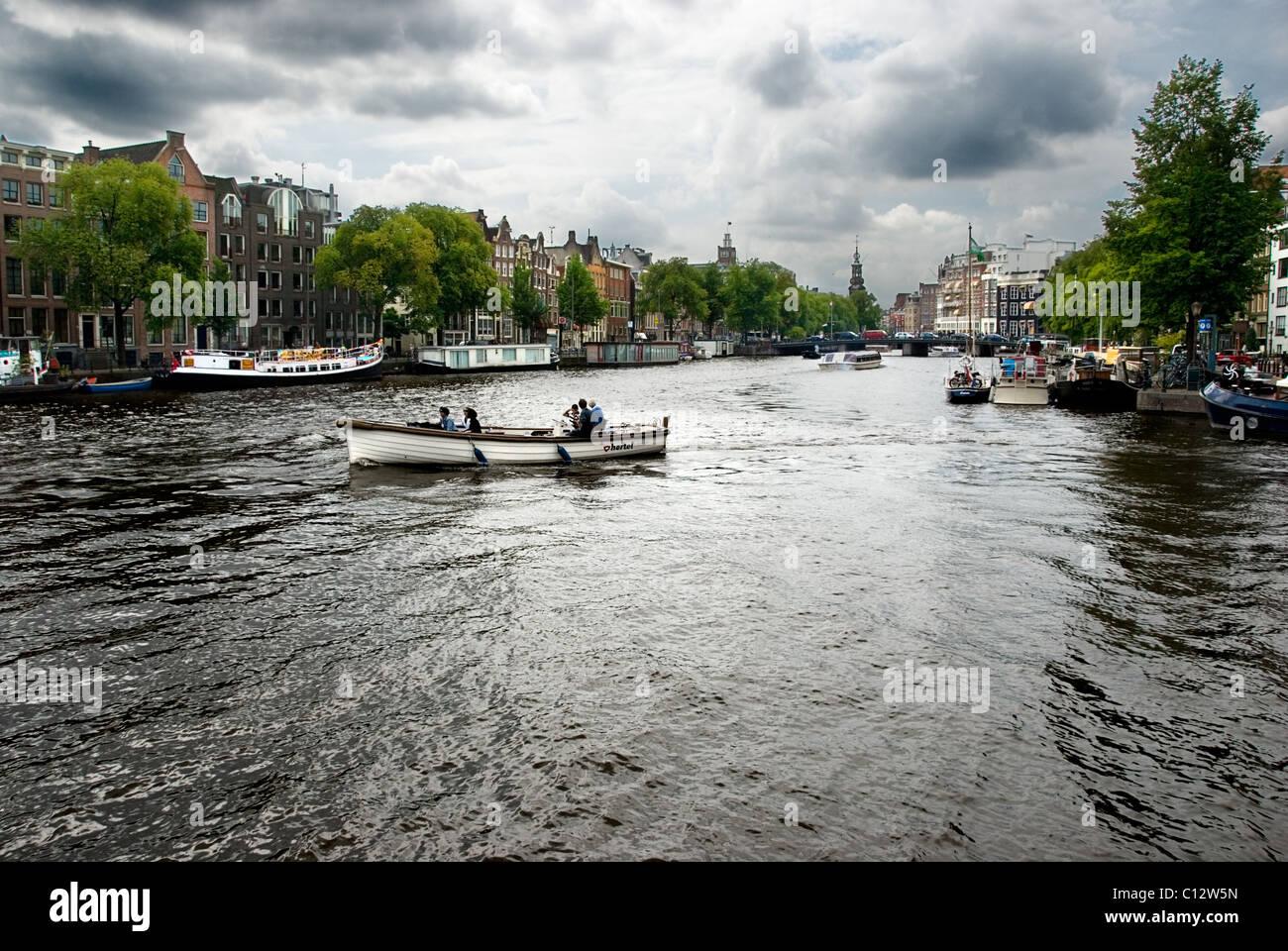 Barcos de canal en Ámsterdam, Holanda Imagen De Stock