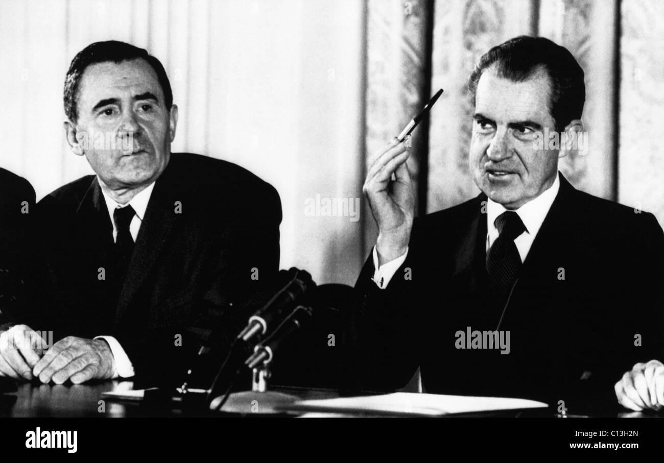 1972 la Presidencia estadounidense, la guerra fría. El presidente estadounidense Richard Nixon florece una Imagen De Stock