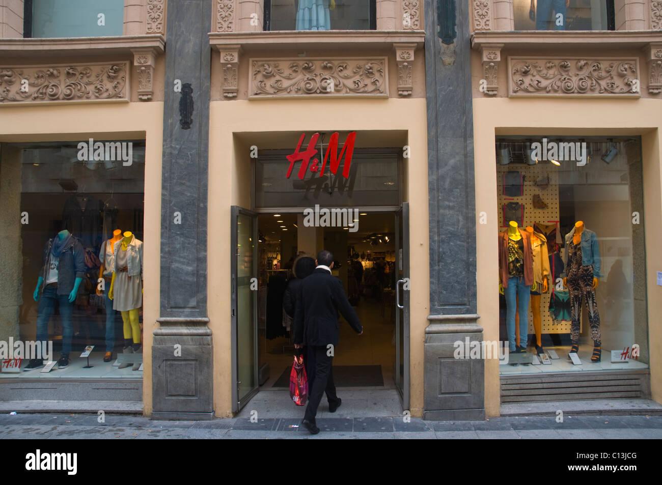 935630f5159 H M tienda de ropa de moda de la calle exterior de calle Preciados Madrid  España Europa