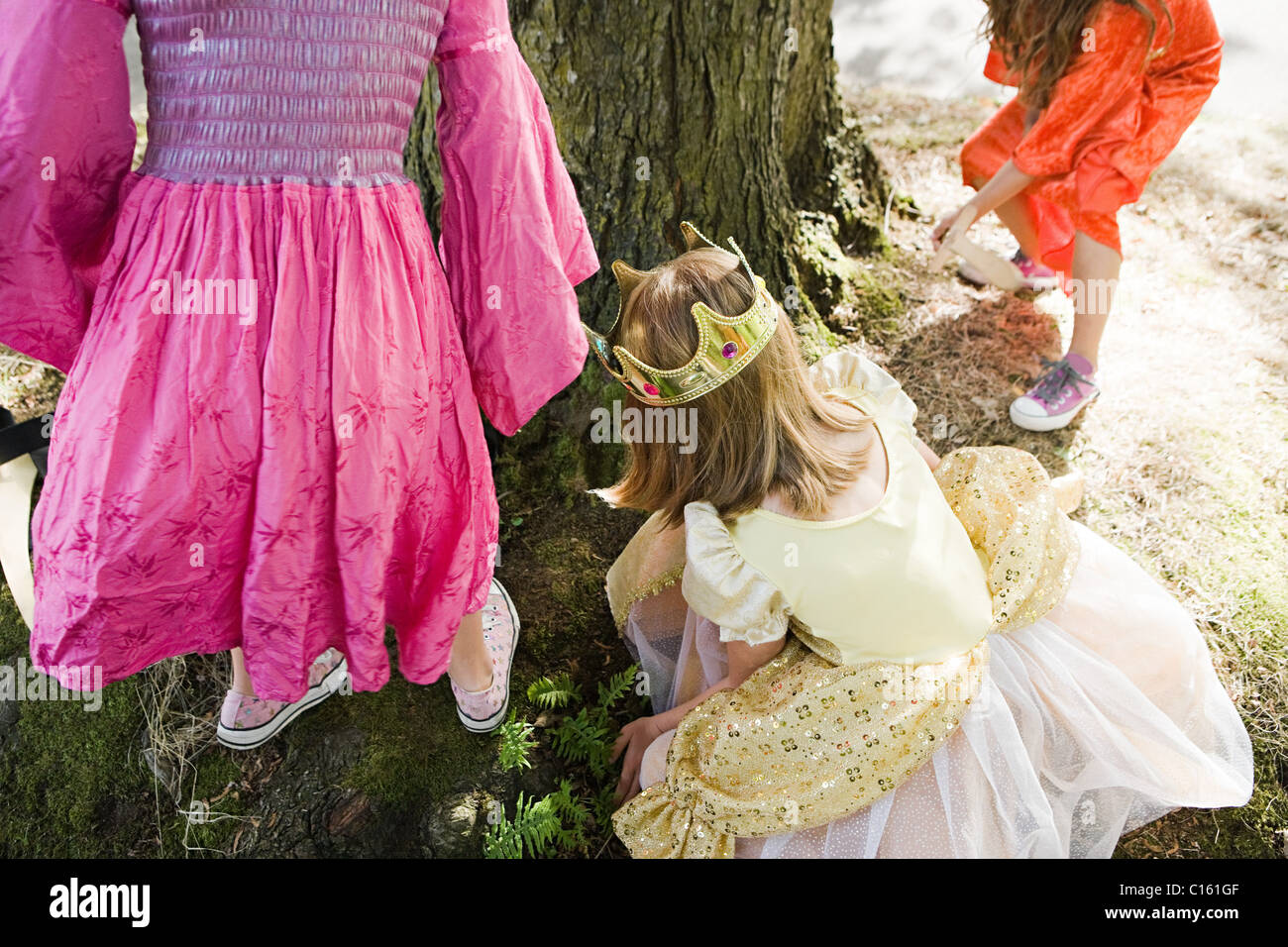 Yellow Dresses Imágenes De Stock & Yellow Dresses Fotos De Stock - Alamy