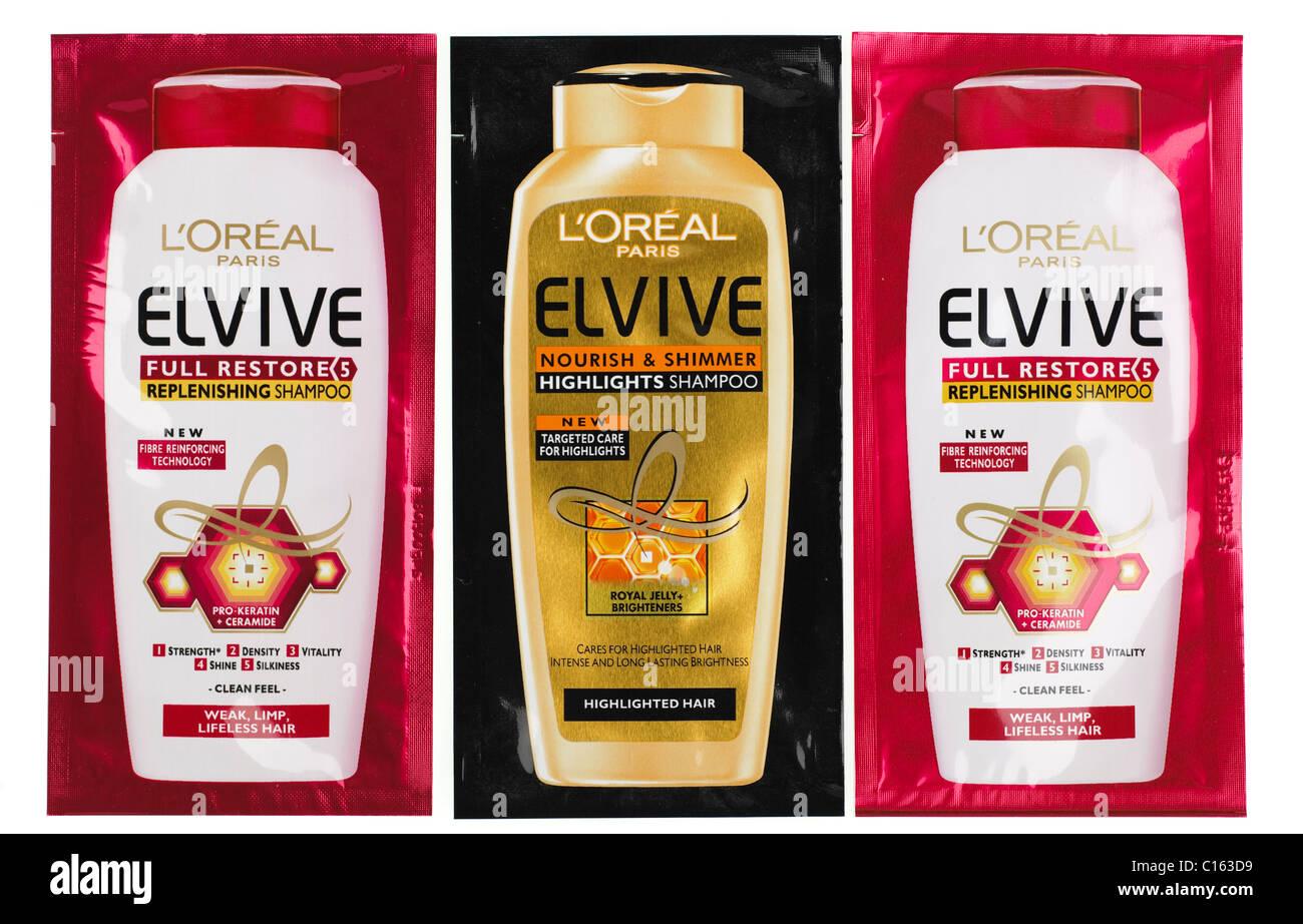 Tres muestras de sobres de L Oreal Elvive champú de reaprovisionamiento y resalta el champú Imagen De Stock