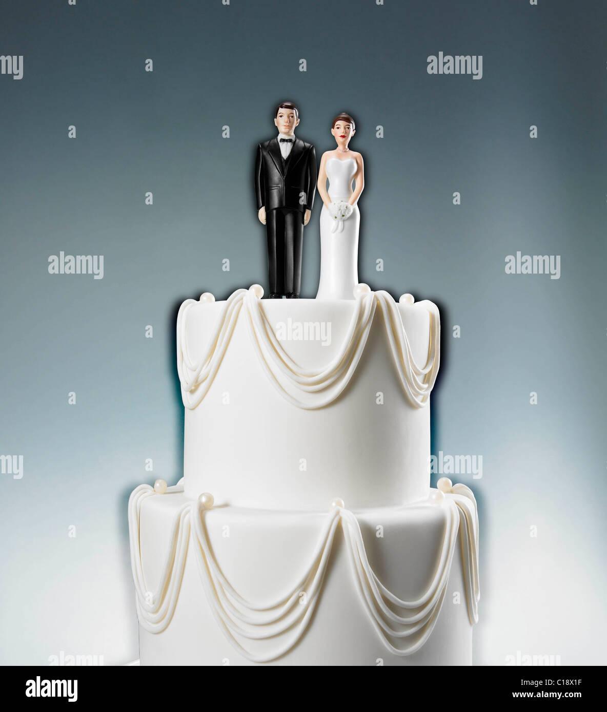 Saltar Caplan©2011 € 35 west 31 st. rm. 1001 New York, NY 10001 212.463.0541 pastel de boda con la novia y Imagen De Stock
