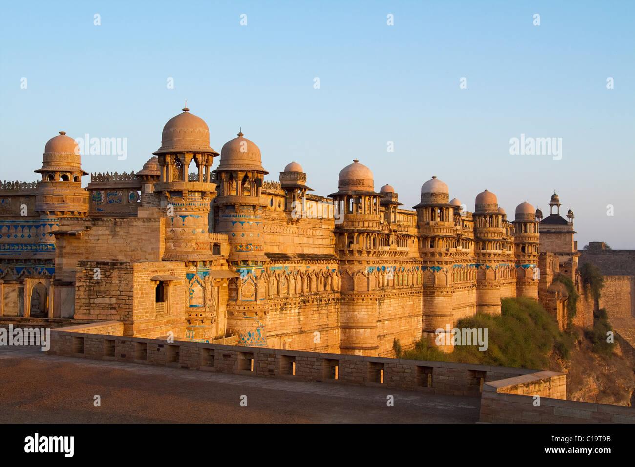 Fort en una ciudad, Gwalior Fort, Gwalior, Madhya Pradesh, India Foto de stock