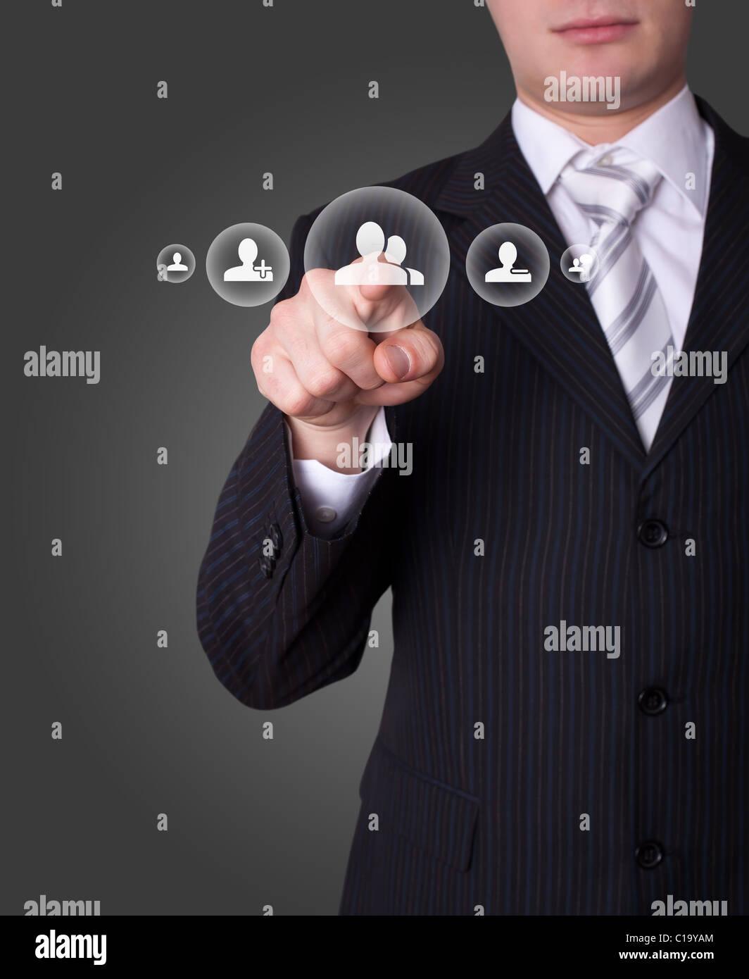 La mano pulsando el botón de la red social Imagen De Stock