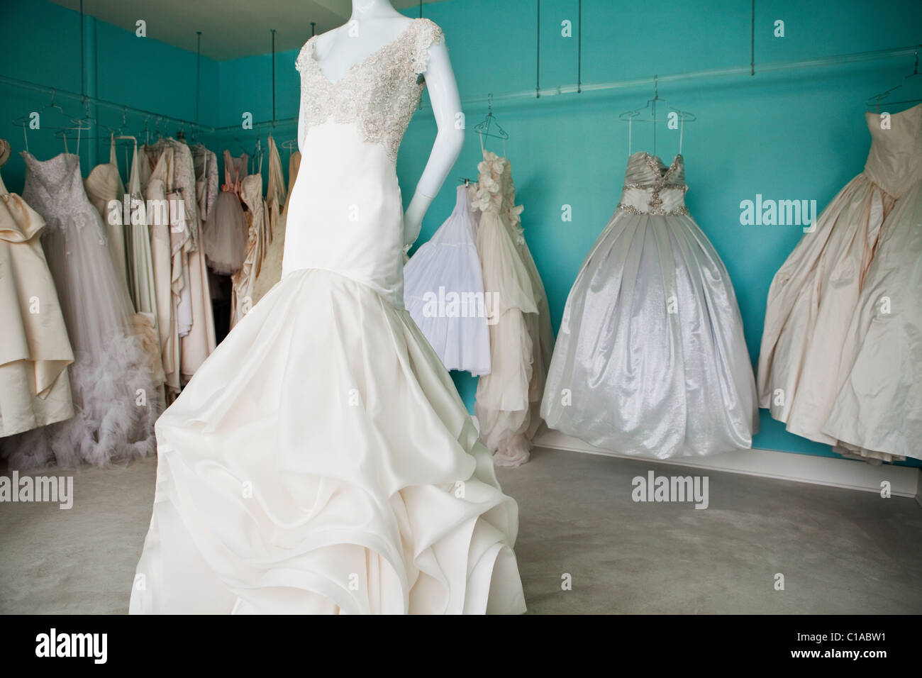 White Dresses Imágenes De Stock & White Dresses Fotos De Stock - Alamy