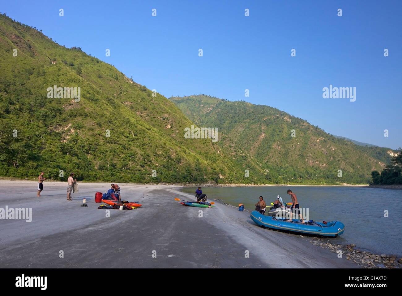 Viaje de rafting en el río Sun Kosi, Nepal, Asia Imagen De Stock