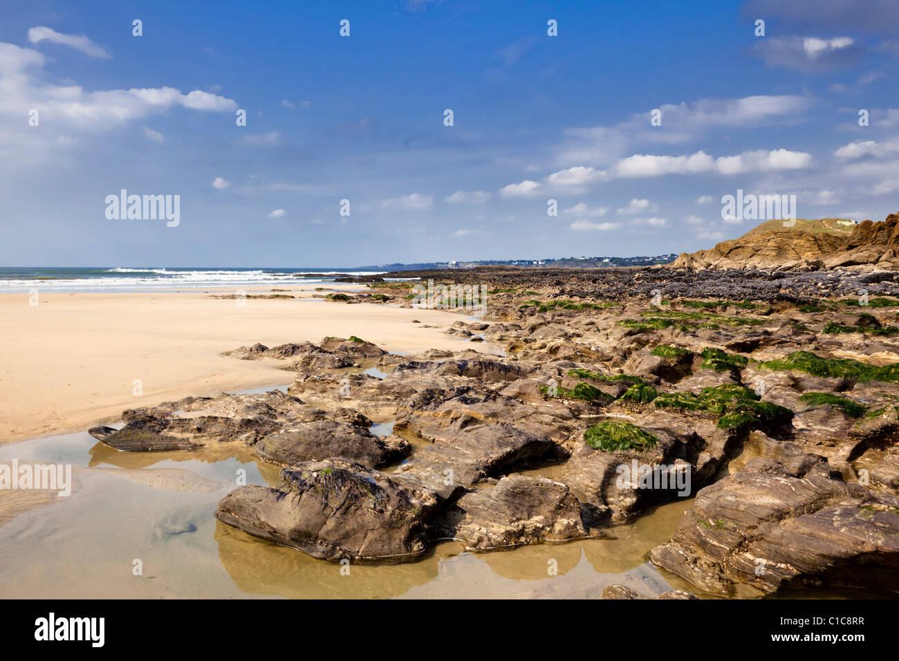 Las playas de Bretaña, Francia - Playa y rocas en Guidel Plages, cerca de Lorient, Morbihan, Bretaña, Imagen De Stock