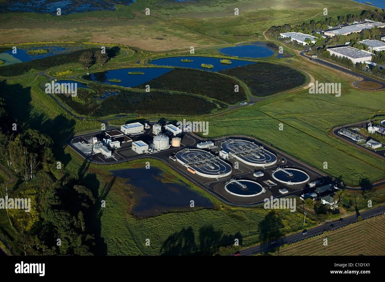 Vista aérea sobre Ellis Creek instalación de reciclado de agua Petaluma California Imagen De Stock