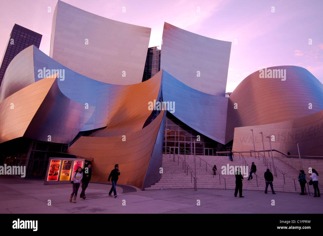 El arquitecto Frank Gehry Disney Concert Hall en el centro de Los Angeles, el sur de California, EE.UU. Imagen De Stock