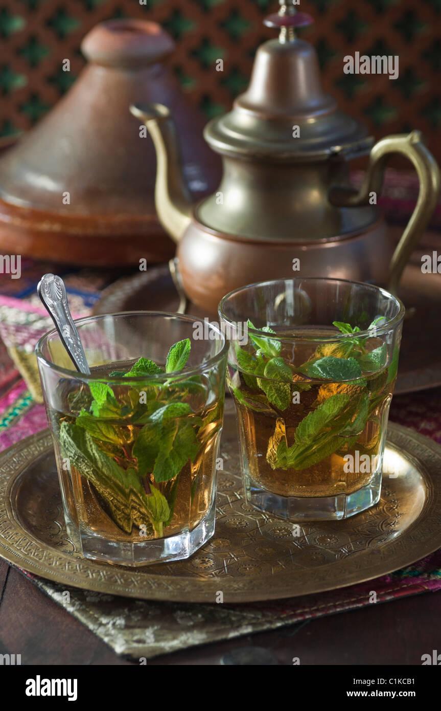 El té de menta en el norte de África.Thé à la menthe Imagen De Stock