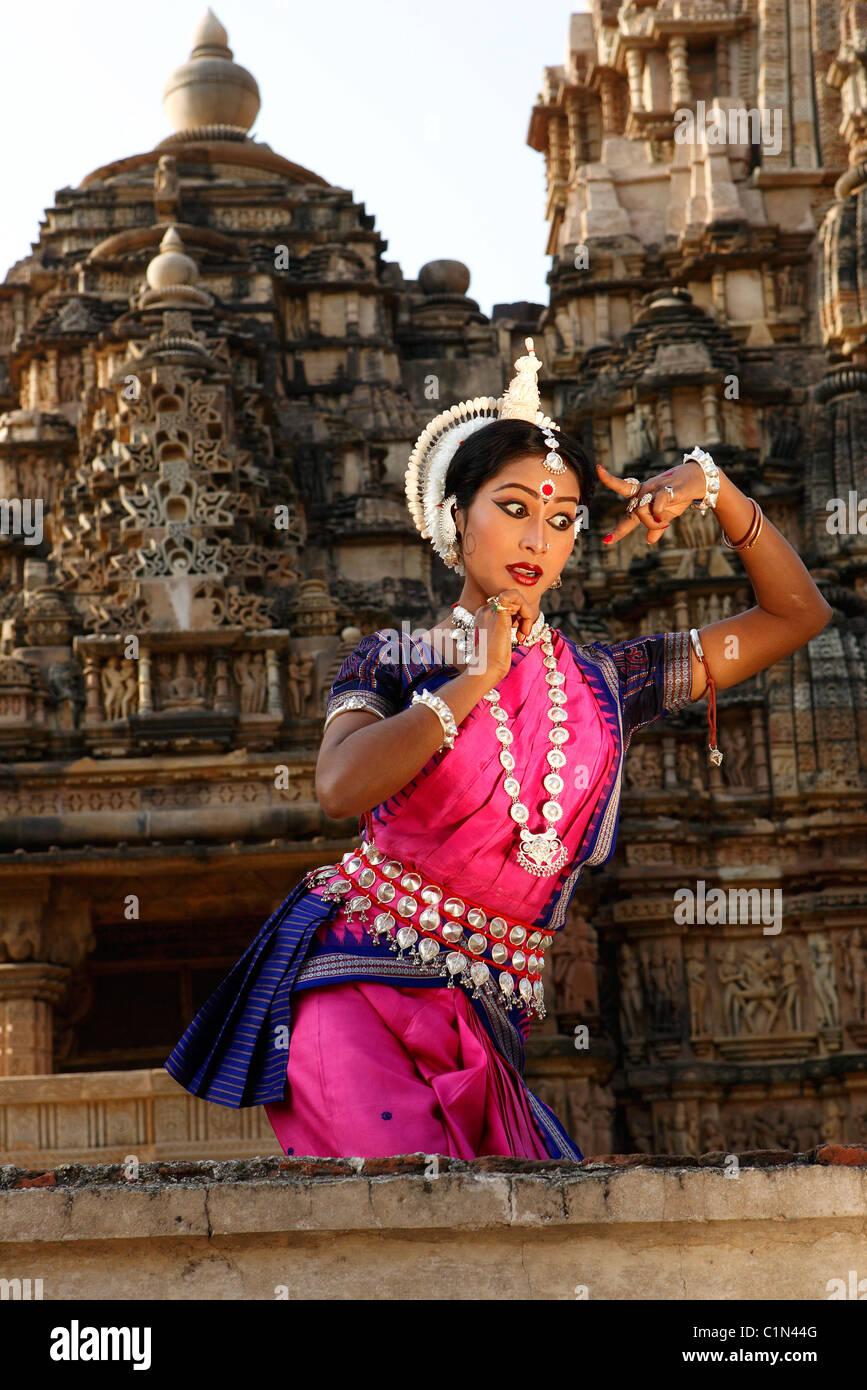 , Madhya Pradesh, India Khajuraho, llamada para una foto de la bailarina Odissi del festival de danza Imagen De Stock