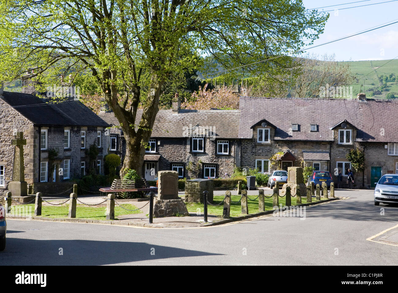 Inglaterra, Derbyshire, Castleton, casas con vistas a la plaza del mercado en el pueblo Imagen De Stock