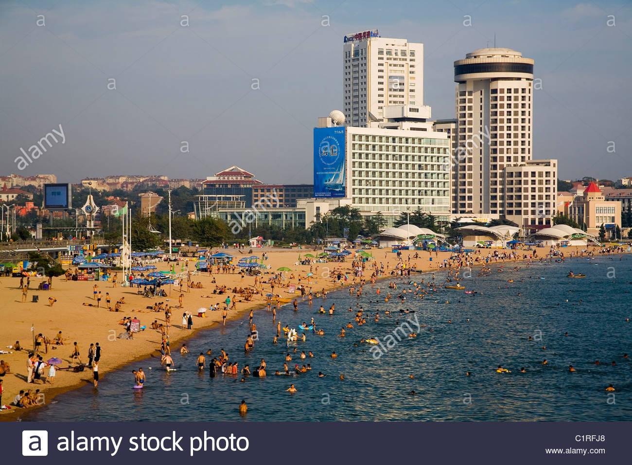 0a0e5016a8d12 Qingdao Tsingtao Imágenes De Stock   Qingdao Tsingtao Fotos De Stock ...