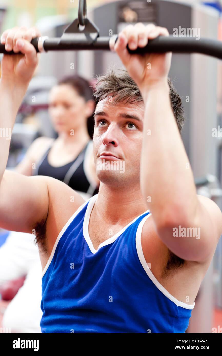 Atleta Masculino practicar culturismo Imagen De Stock