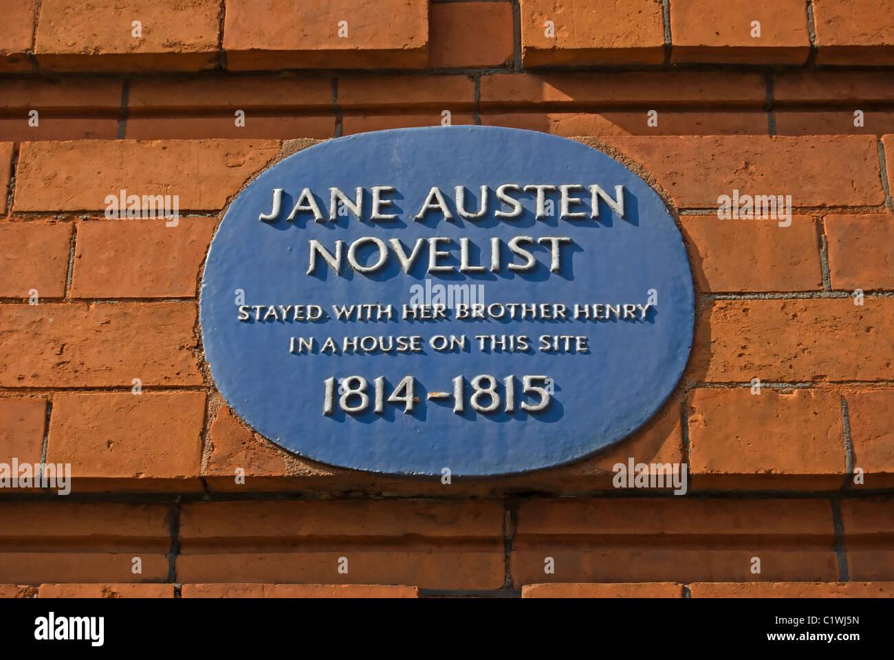 Placa azul marca el sitio de una casa una vez alojado en de la escritora Jane Austen y su hermano, en hans Place, Imagen De Stock