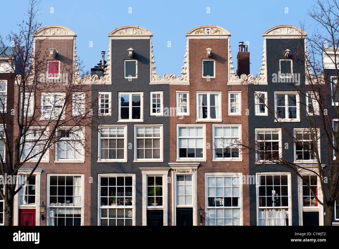 Gable holandés históricas tradicionales casas junto al canal en Amsterdam Países Bajos Imagen De Stock
