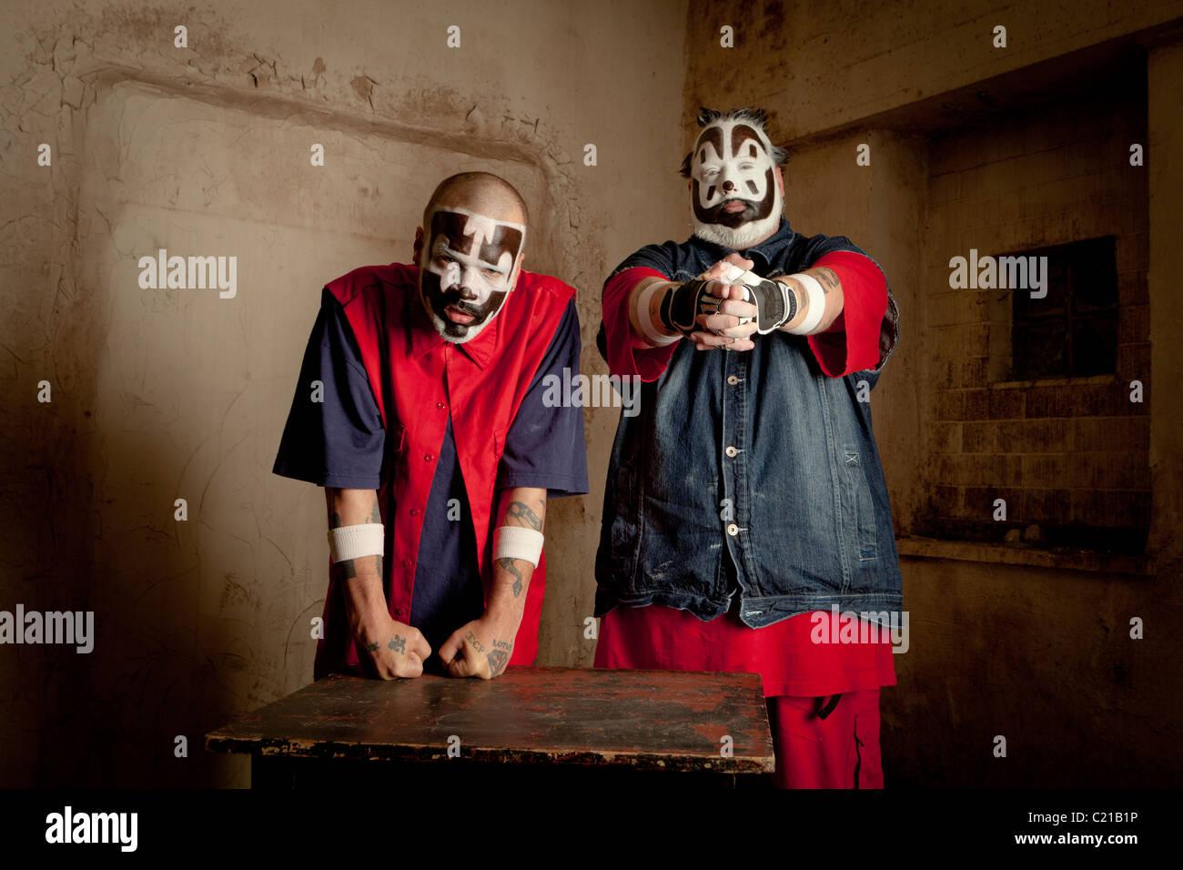 J violentos y Shaggy 2 Droga de Insane Clown Posse posar para fotos antes de un concierto en Milwaukee, Wisconsin. Imagen De Stock