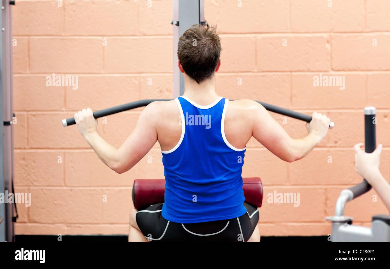 Atleta Masculino carismático practicar culturismo Imagen De Stock