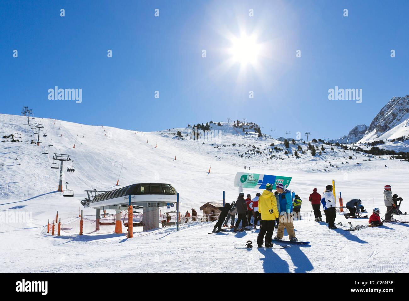 Pistas y remontes de esquí de Grau Roig, Pas de la casa, la zona de esquí de Grandvalira, Andorra Foto de stock