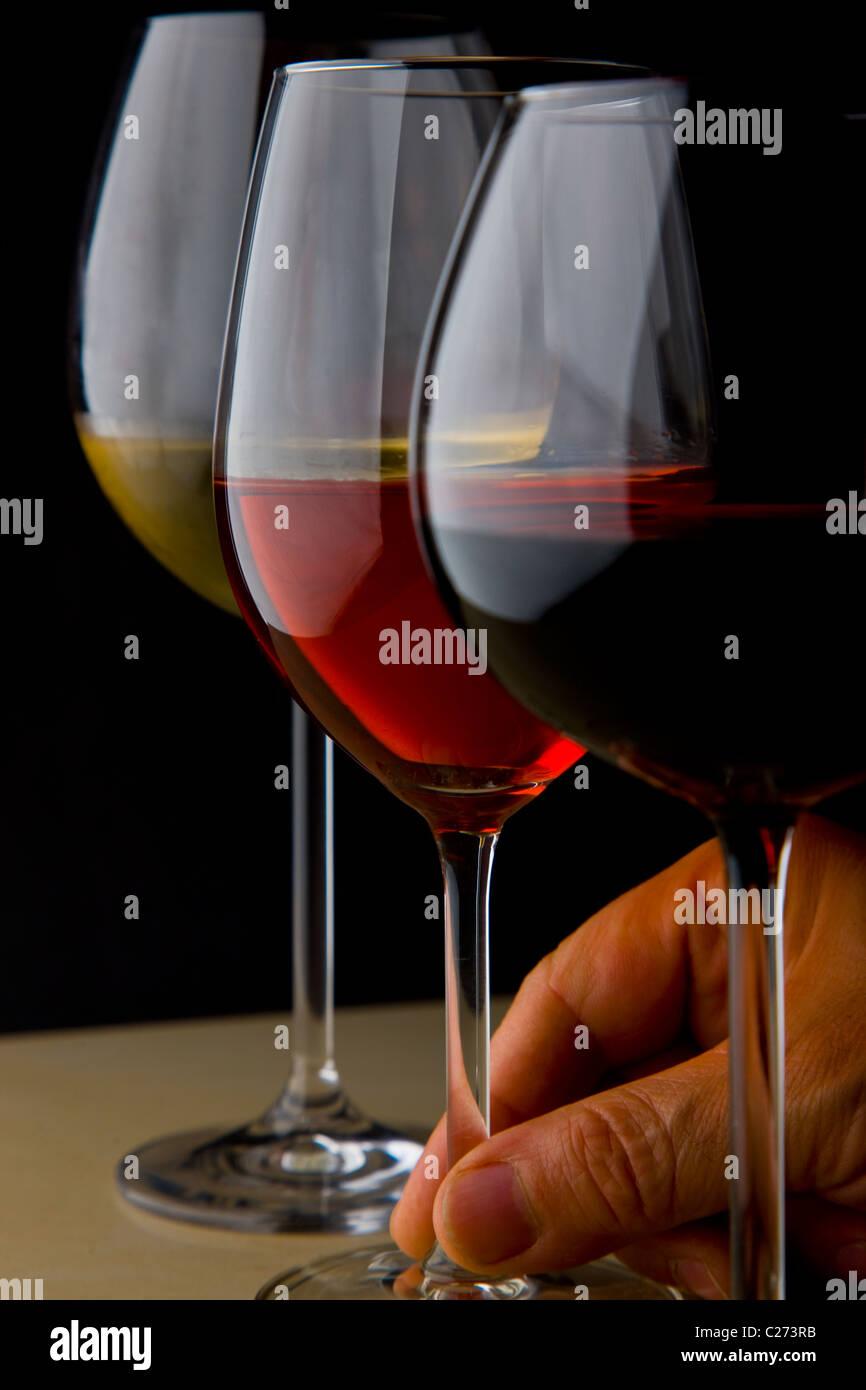 Gafas de blanco, los vinos tintos y rosados Foto de stock