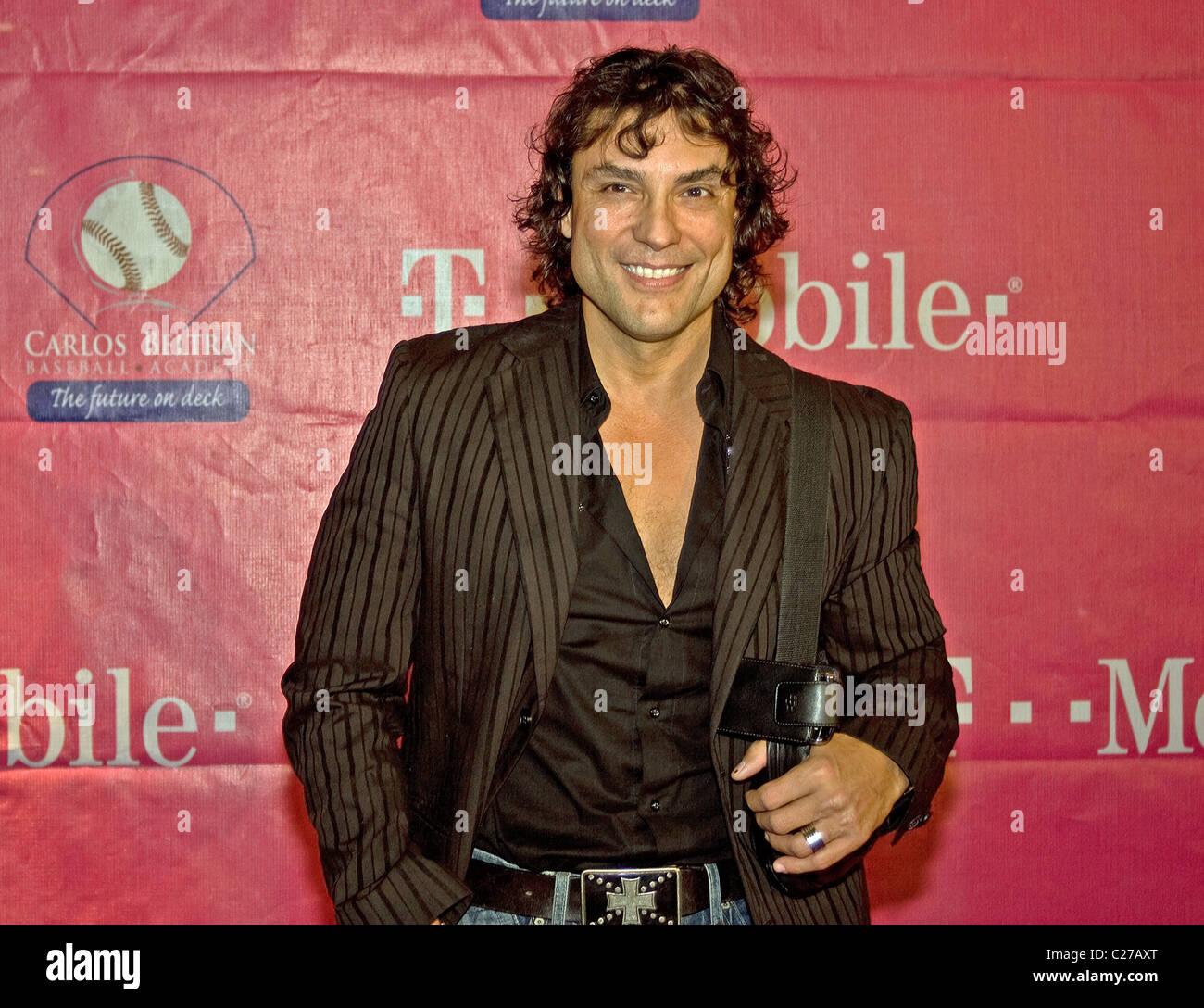 Osvaldo Rios Carlos Beltran Foundation Gala Celebrada En El