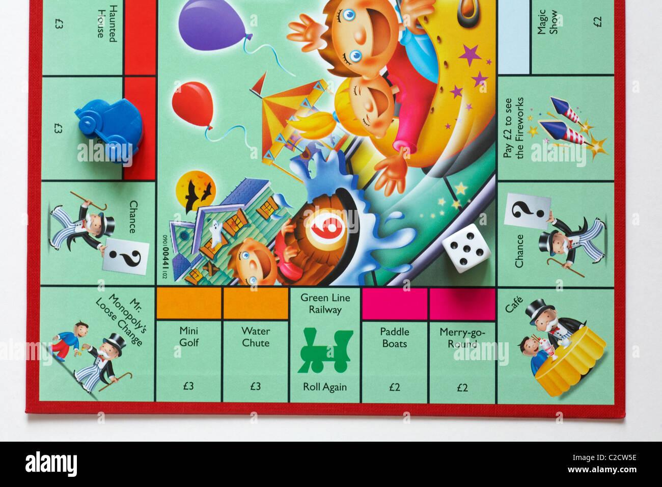 Cerca De La Parte Del Juego De Mesa Monopoly Junior Para Ninos Foto