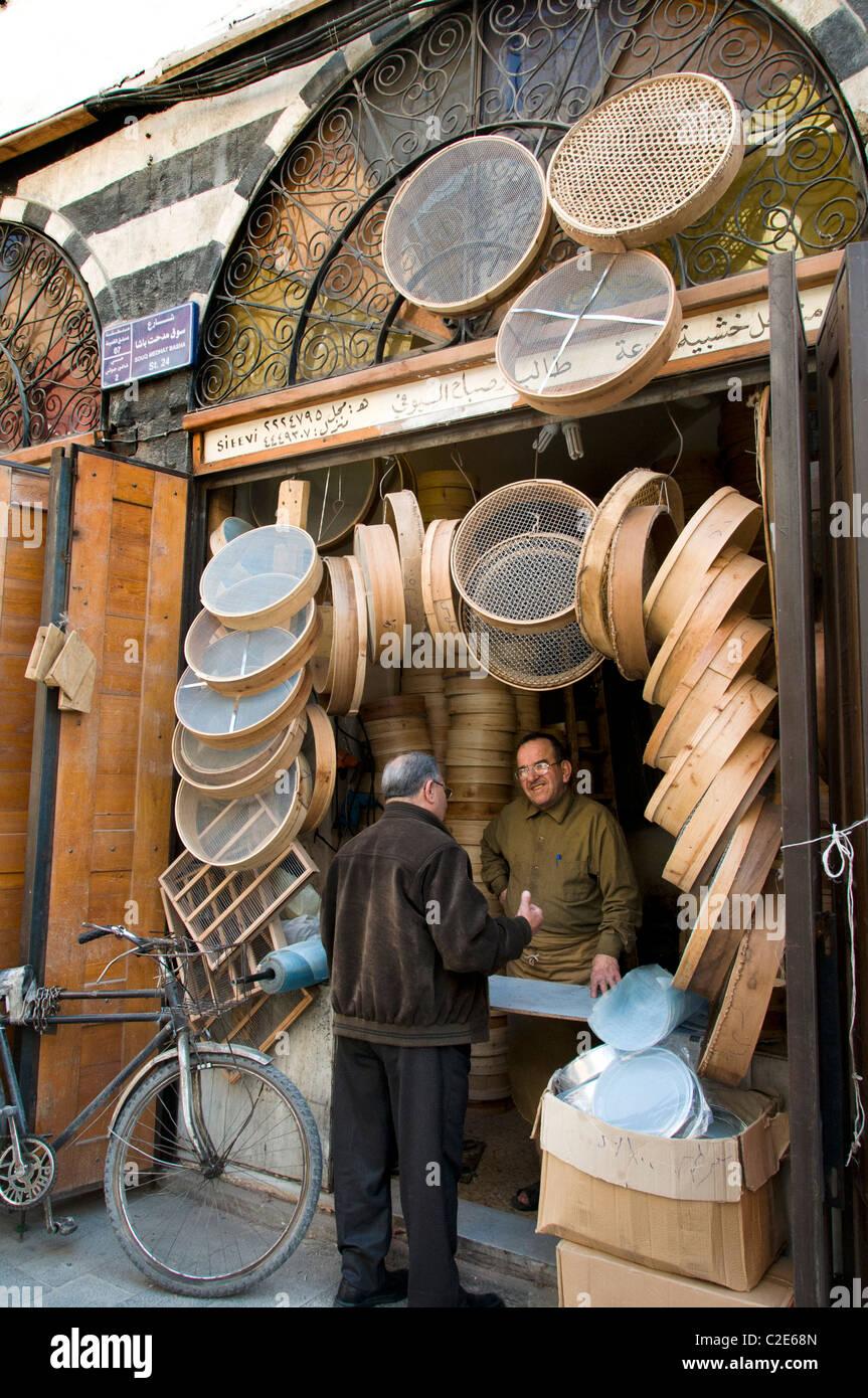 Damasco, Siria Bazar cestas cesta pantalla criba riddle boulter Souq mercado shop Foto de stock