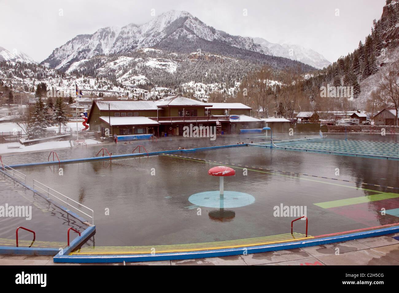 Vista invernal de Ouray Hot Springs Pool, Ouray, Colorado, EE.UU. Imagen De Stock