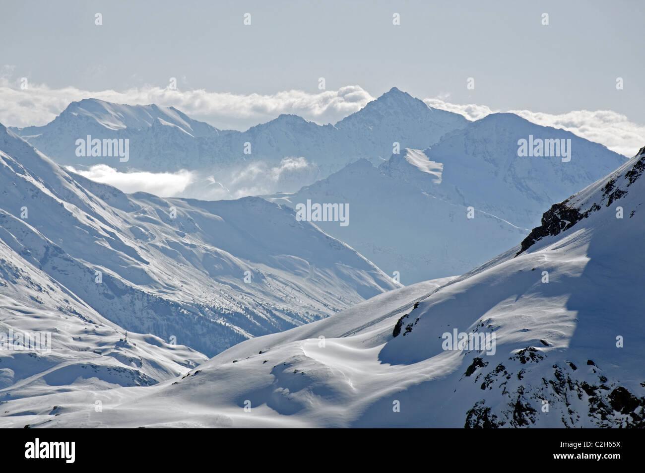 Una vista hacia el Bonneval sur Arc mountains desde el refugio du carro en la Haute Maurienne Imagen De Stock