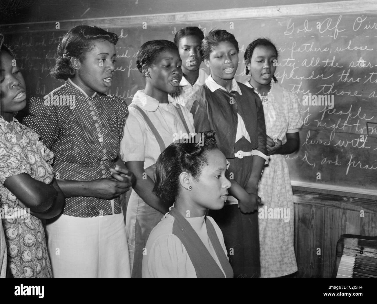 Clases de música afroamericana, en mayo Day-Health practicando canciones para las festividades del Día. Río Flint, Granjas, Georgia Foto de stock