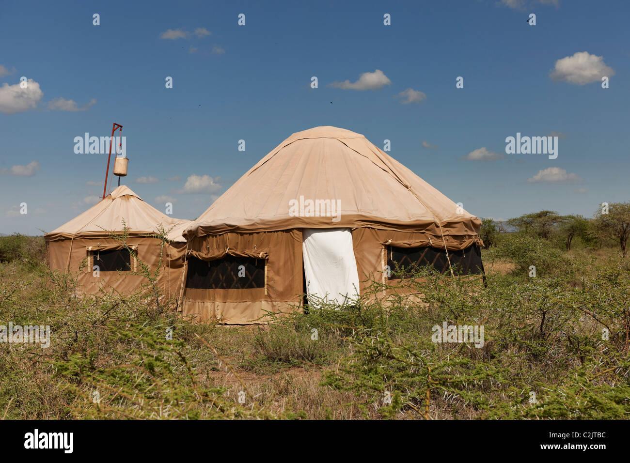 Carpas en estilo de yurta de Loliondo Nduara tendido Safari Camp, Serengeti, Tanzania, África Imagen De Stock