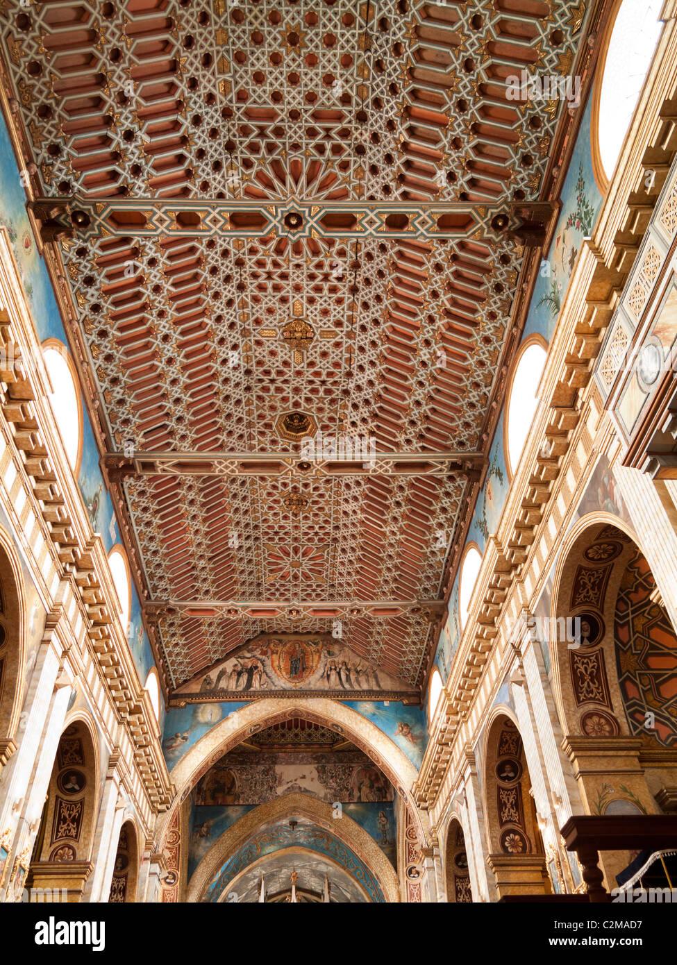 Techo de estilo mudéjar de la Iglesia de Santo Domingo, Quito, Ecuador Imagen De Stock