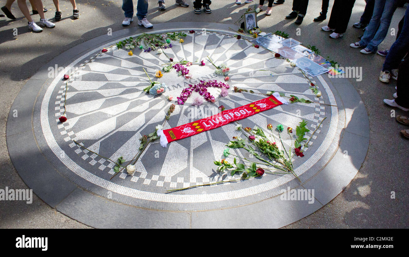 La Imagine Memorial de John Lennon en Central Park, New York. Foto de stock