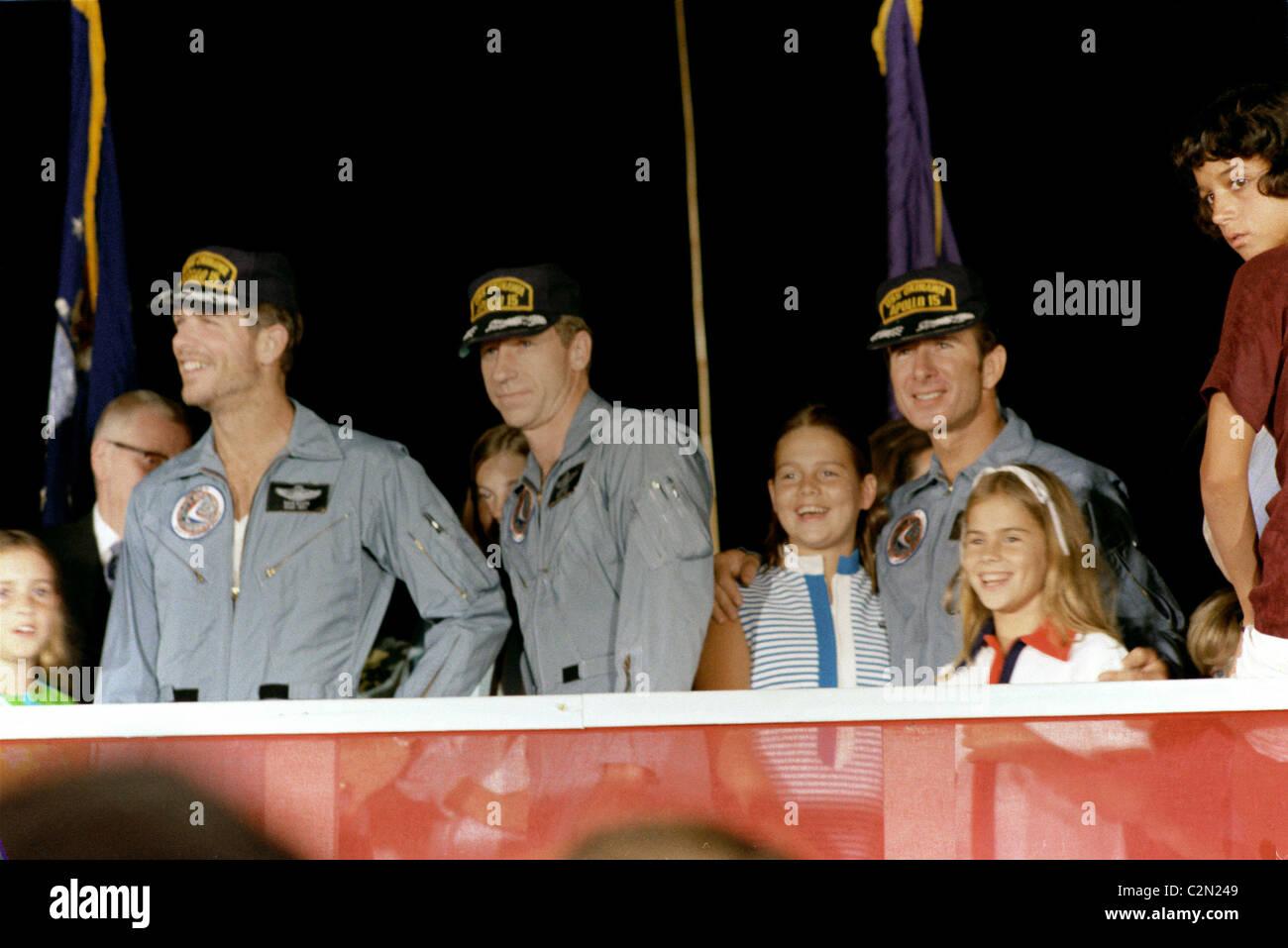 La tripulación del Apolo 15 y los miembros de la familia. Imagen De Stock