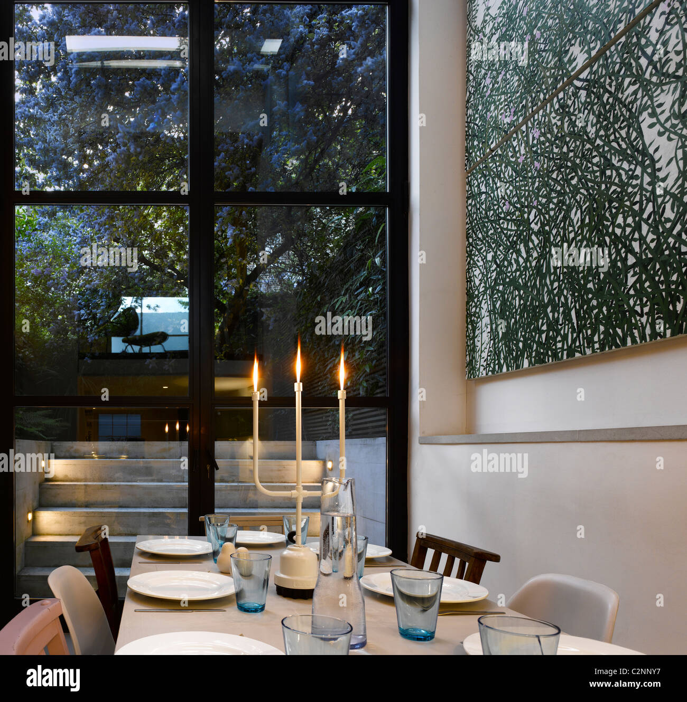 Mesa De Comedor Casa en Islington por Dominic McKenzie. Imagen De Stock