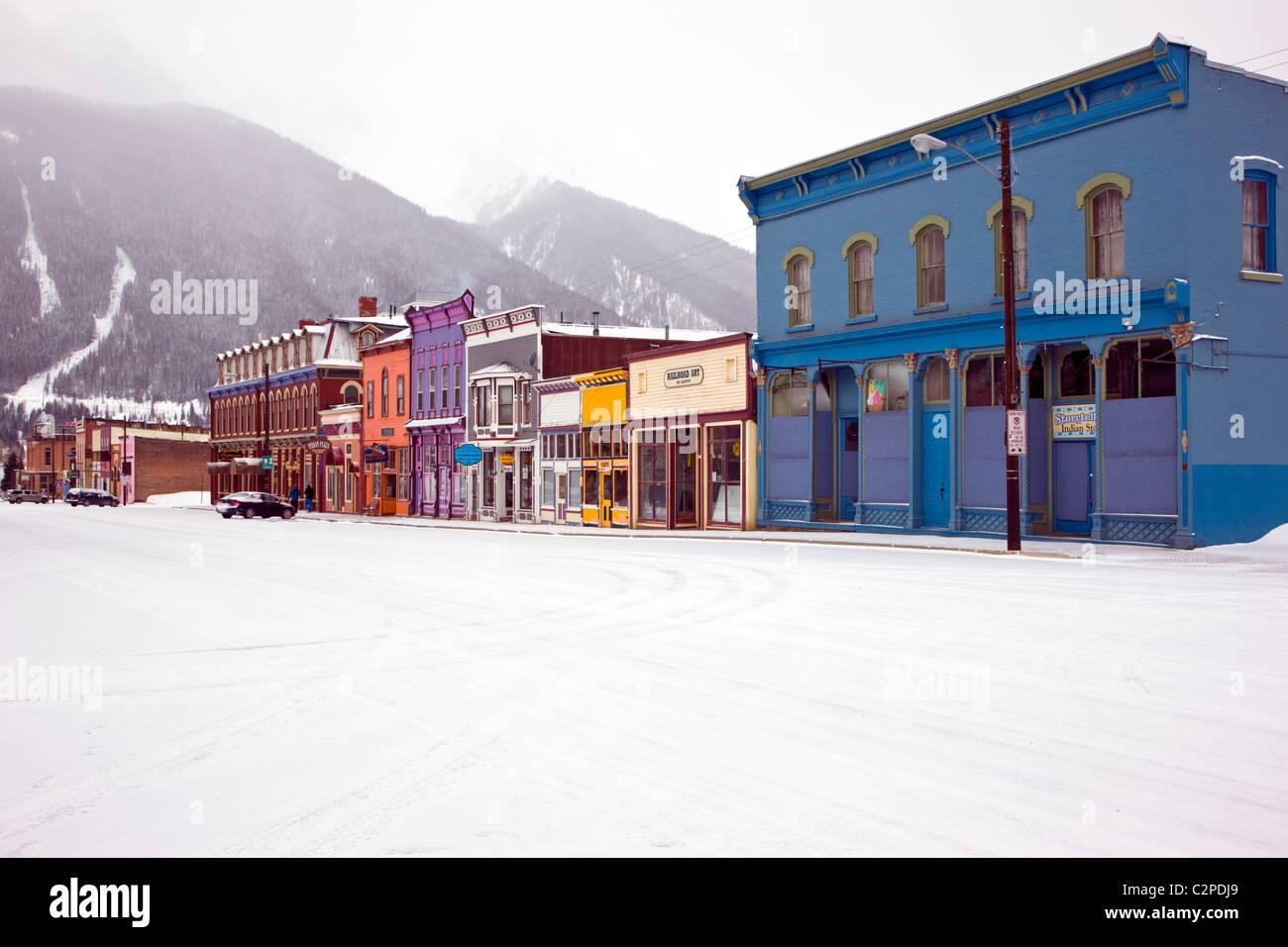 Vista invernal de la arquitectura victoriana, el histórico Silverton, Colorado, un antiguo pueblo minero. Imagen De Stock