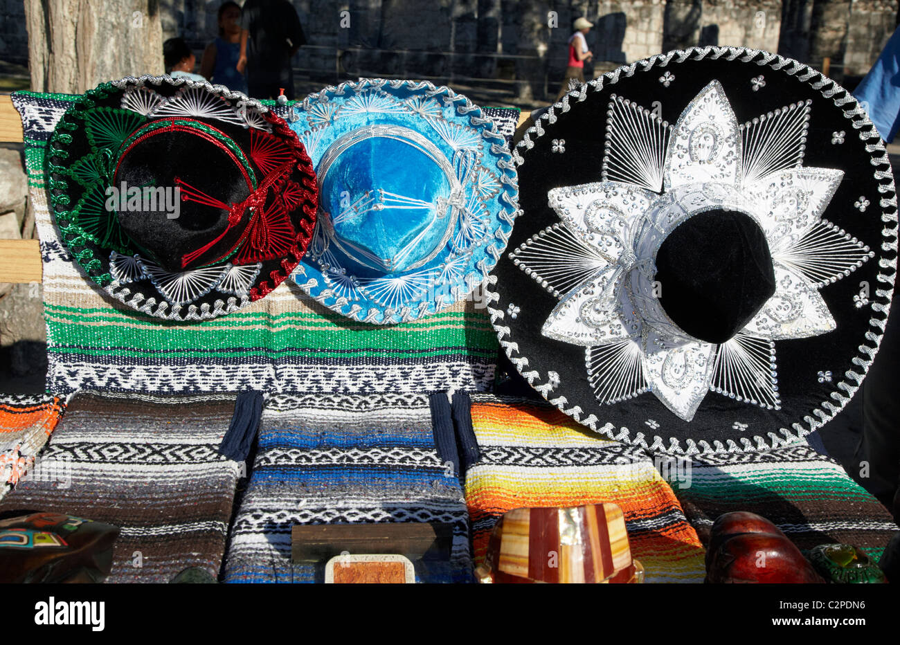 Sombreros de estilo mexicano para venta de Chichén Itzá México Imagen De  Stock 379099c6b80