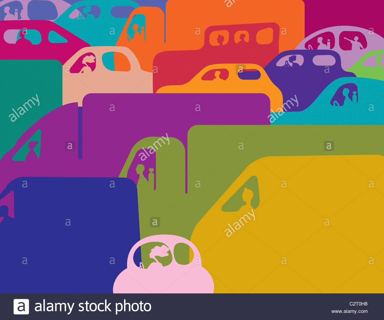 Colorido atasco de tráfico de coches y camiones Foto de stock