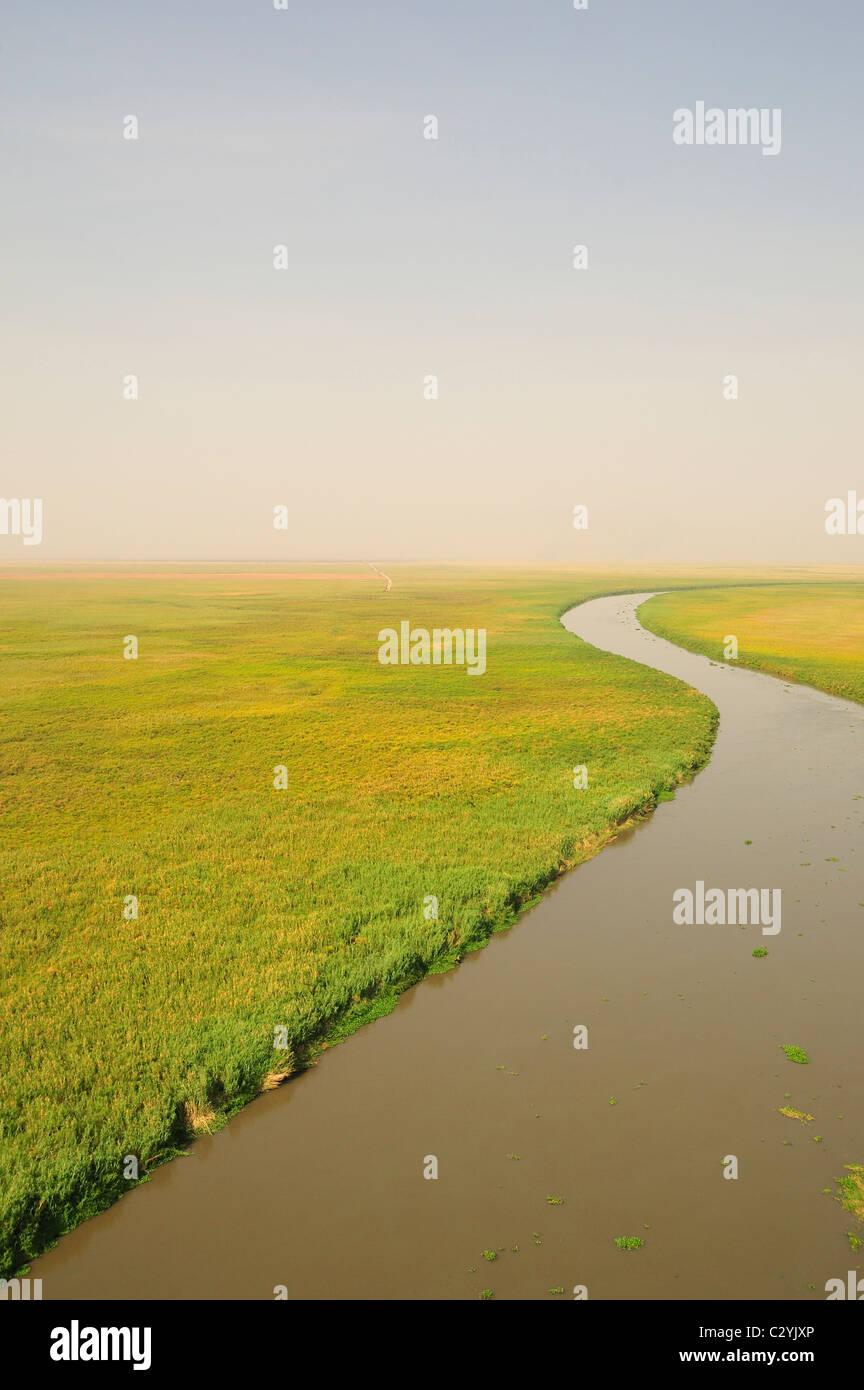 De Bahr el Jabal próximo al lago Nou con exploración Road en dirección a pantano, Norte, Sur de Sudán Sudd Foto de stock