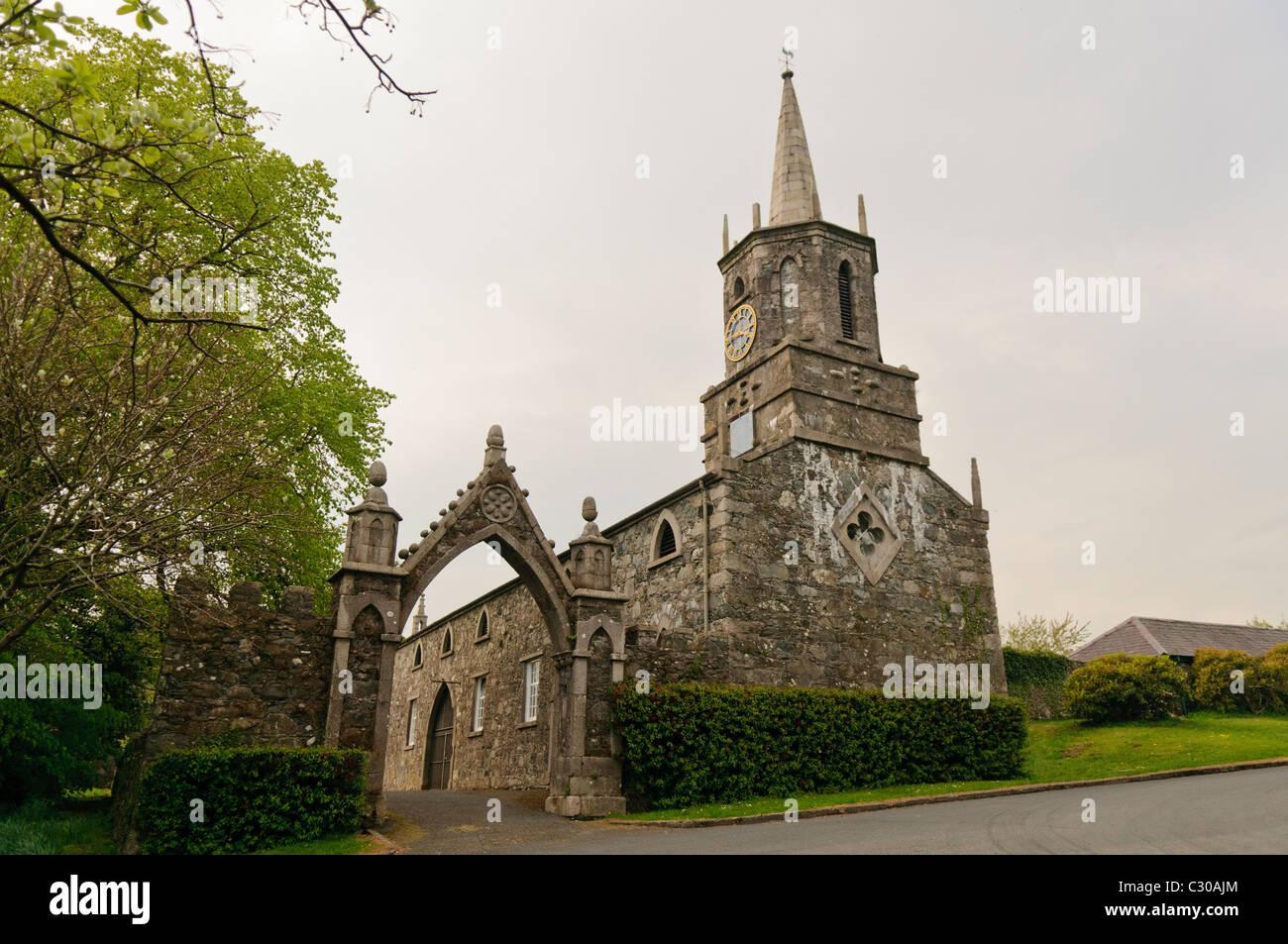 Antigua iglesia en Tollymore Park Foto de stock