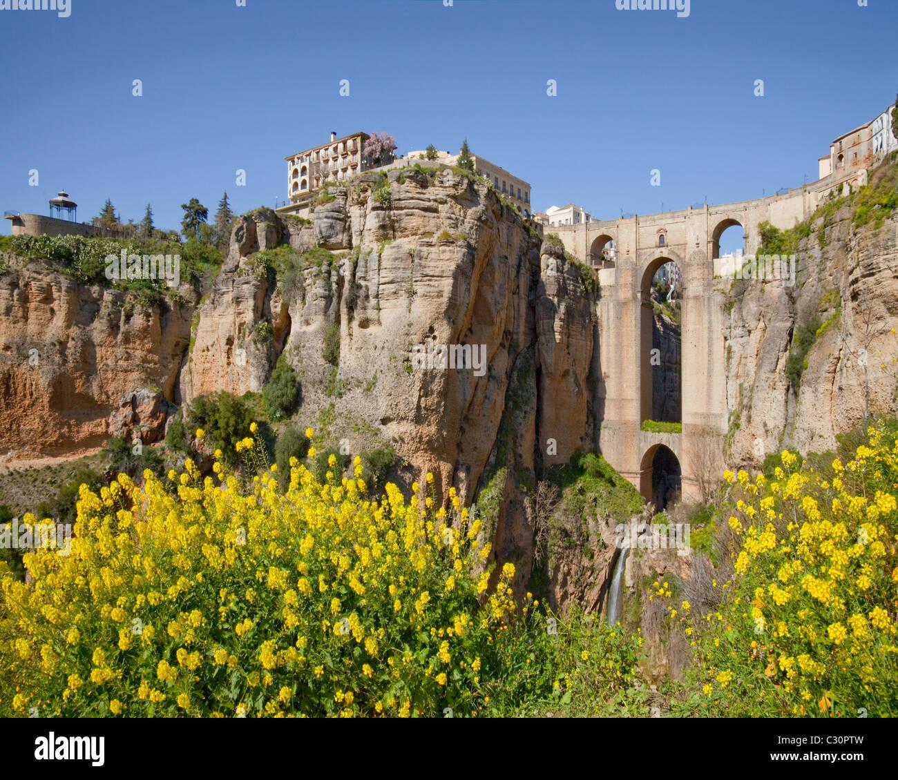 Es - Andalucía: Tajo Gorge y el puente nuevo en la histórica Ronda Imagen De Stock