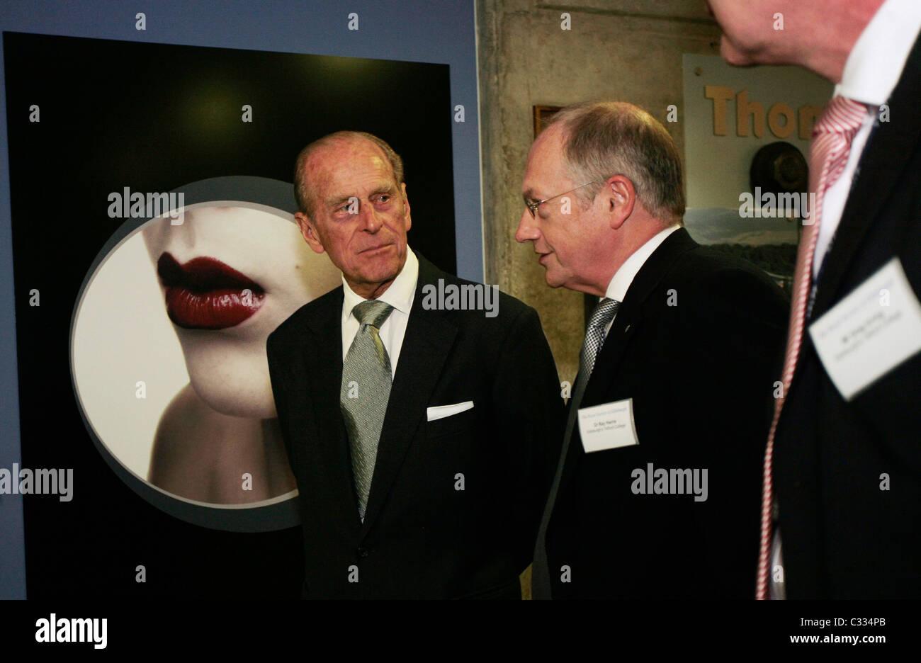 Su Alteza Real el Duque de Edimburgo, en un tour de Telford College de Edimburgo Imagen De Stock