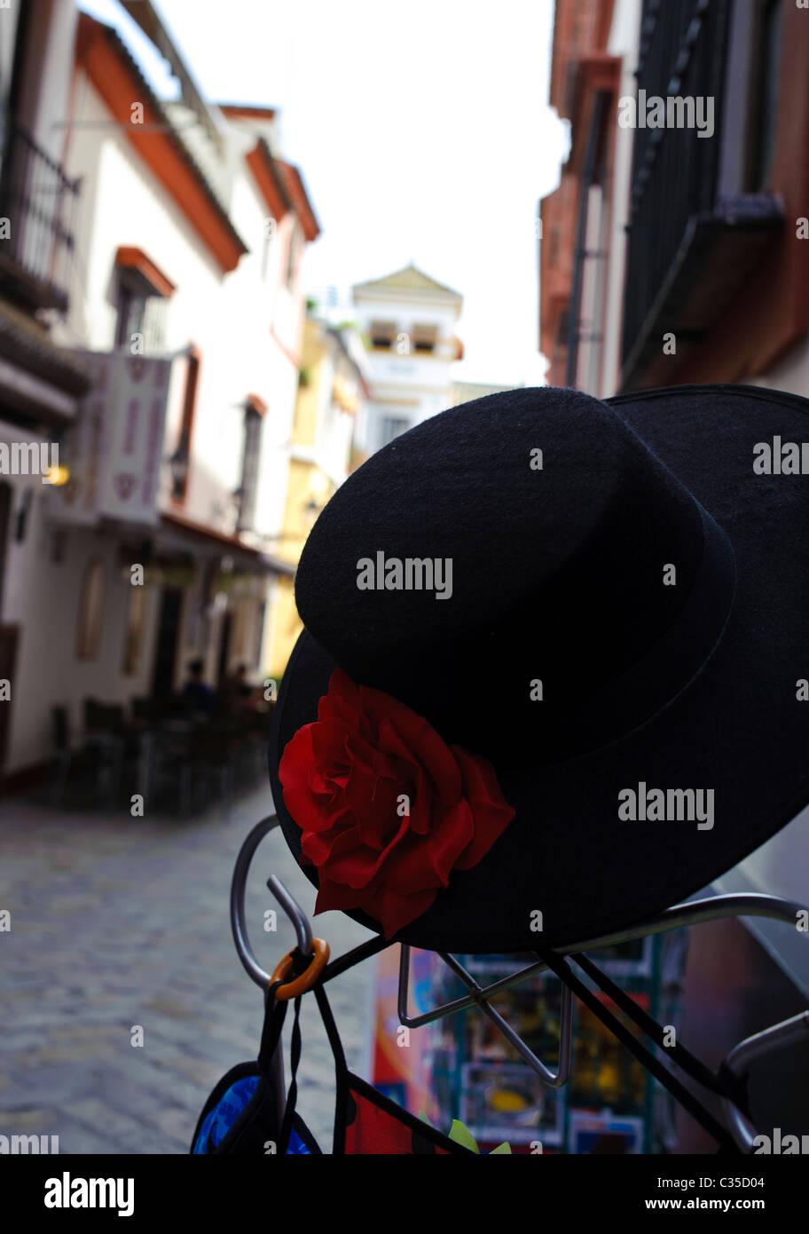 Un sombrero de dama española en las calles de Sevile Imagen De Stock c41e1156b8df