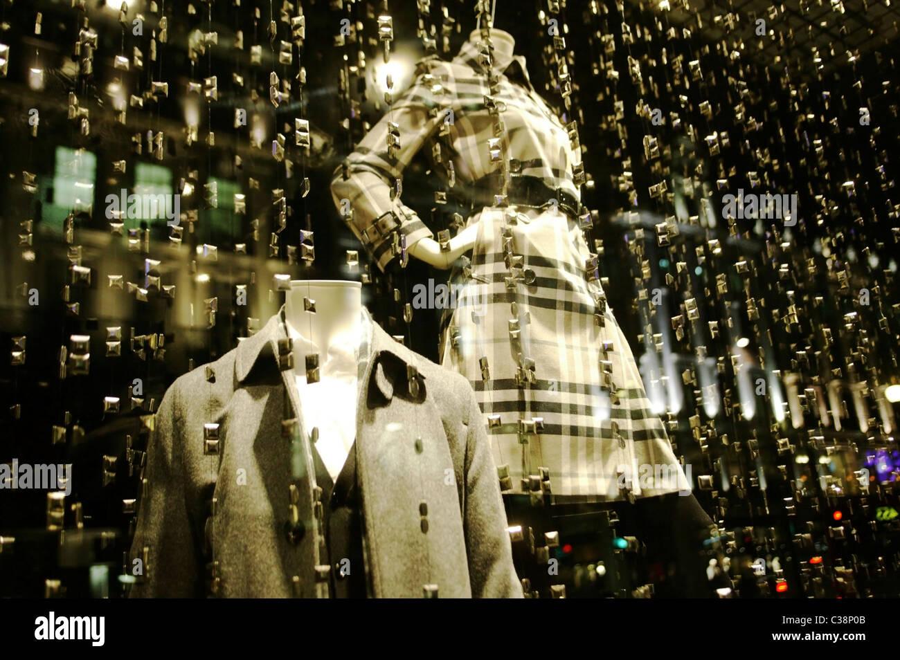 Burberry tienda escaparate, Londres. Imagen De Stock