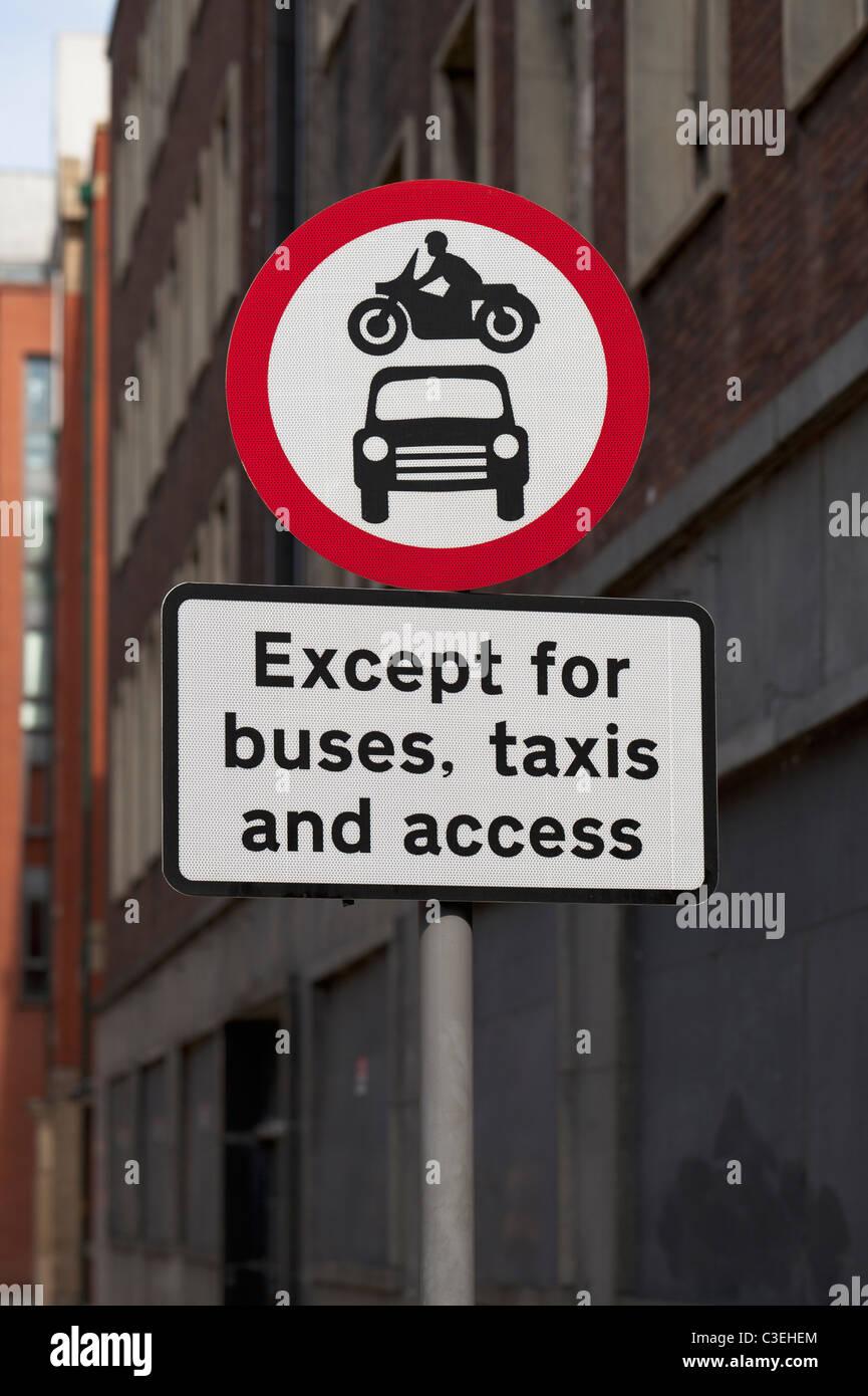 No hay acceso a los vehículos de motor, señales de carretera, Inglaterra Imagen De Stock