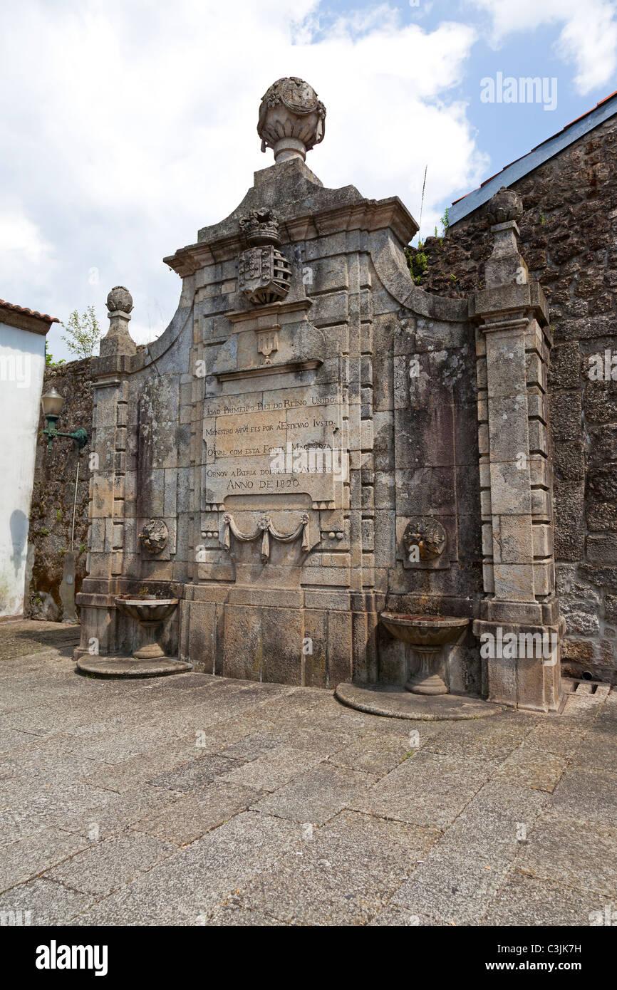 Fuente del siglo XIX en el centro histórico de Guimaraes 1ebca5389ba27